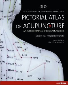 Each of the 409 important acupuncture points is presented with an anatomical graphic, an overview of the meridian and a photo showing the needle placement.